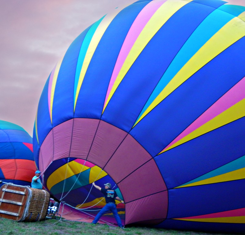inflating hot air balloon, new smyrna balloon and air fest