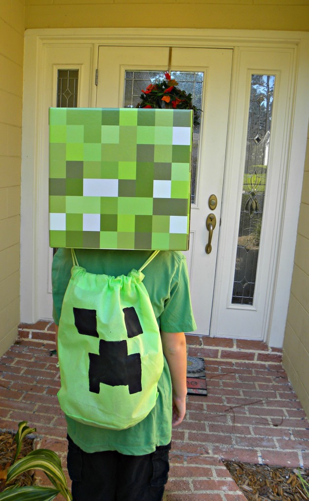 Easy and inexpensive Minecraft Creeper DIY Bag / backpack