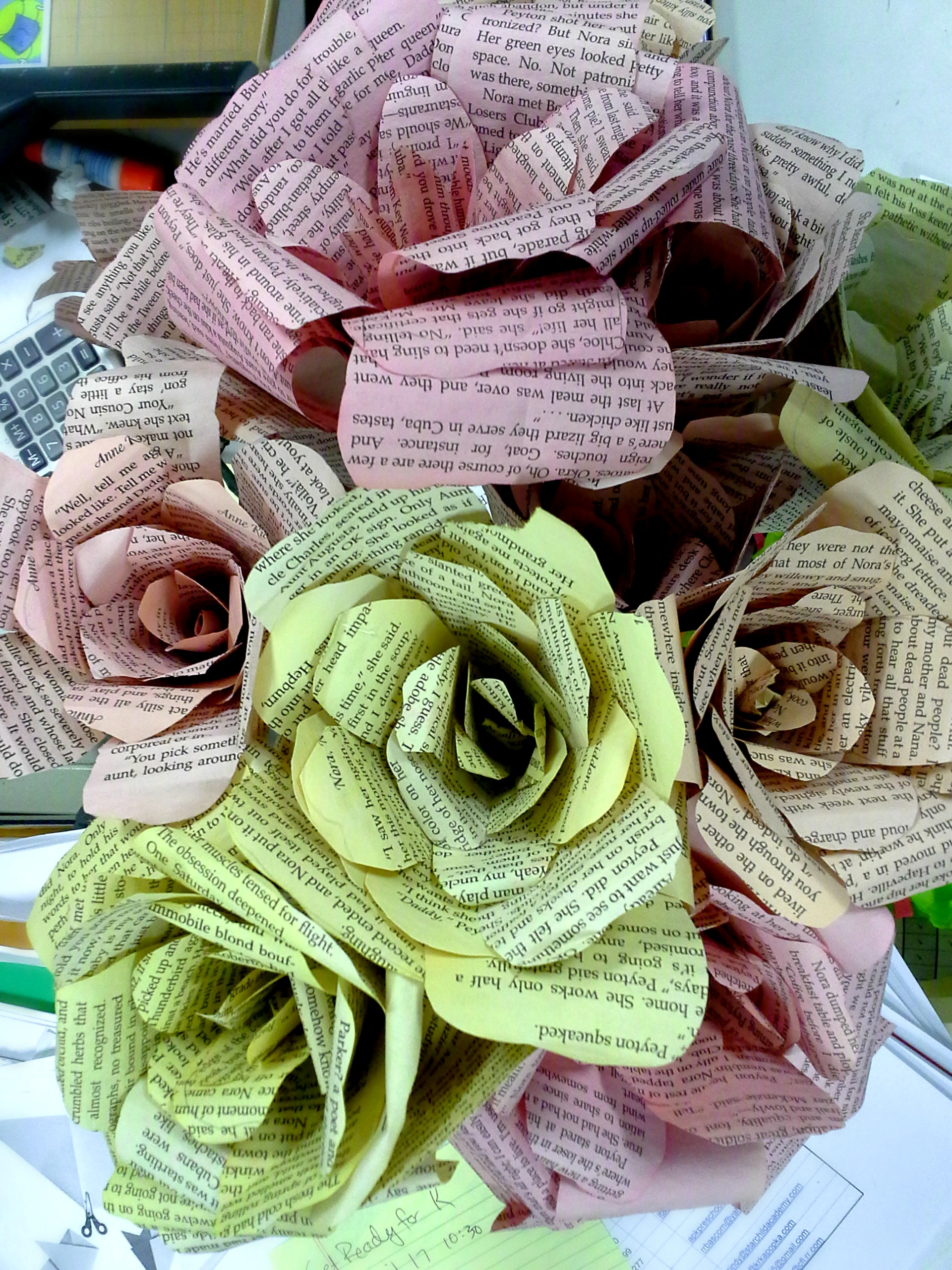 DIY Book Page Flower - how to make this beautiful paper rose bouquet from an old paperback book